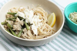 Fast Spaghetti with Sausage, Green Beans and Feta