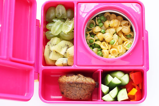 pink omiebox with mac and cheese